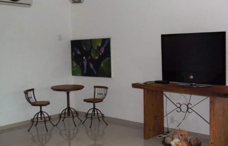 Falcon Guest Suites - Room - 8