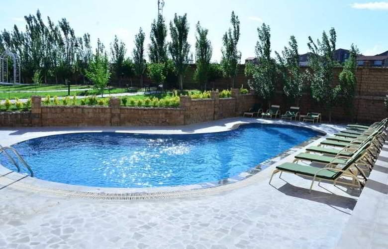 Caucasus - Pool - 3