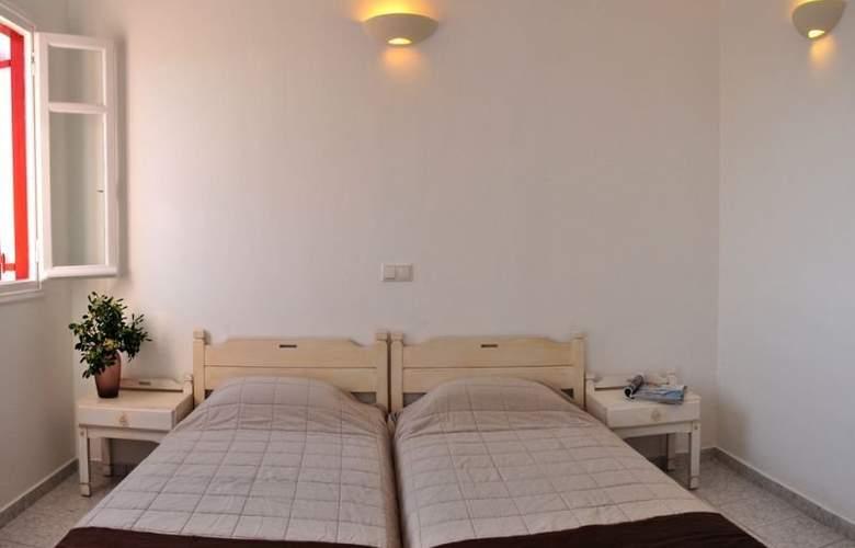 Loukas Pensions - Room - 5