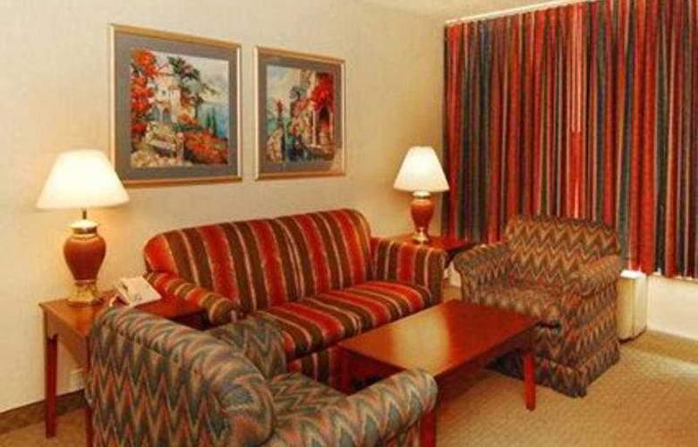 Econo Lodge Inn & Suites - Room - 4