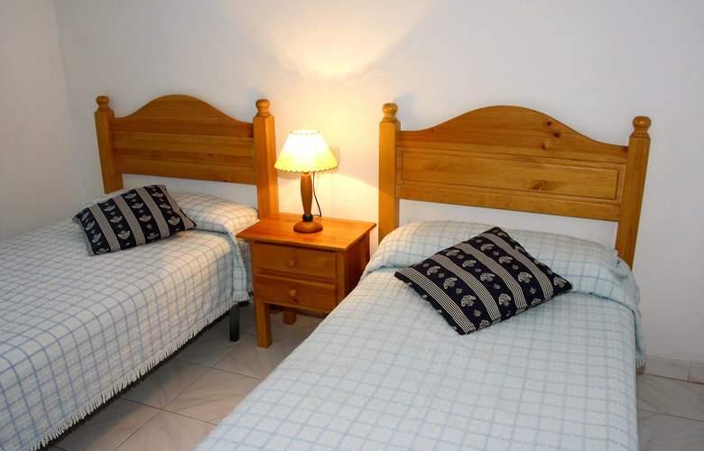 Apartamentos Europa - Room - 3
