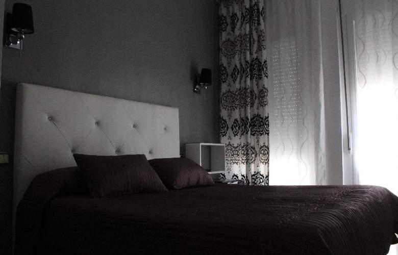 Abril - Room - 11