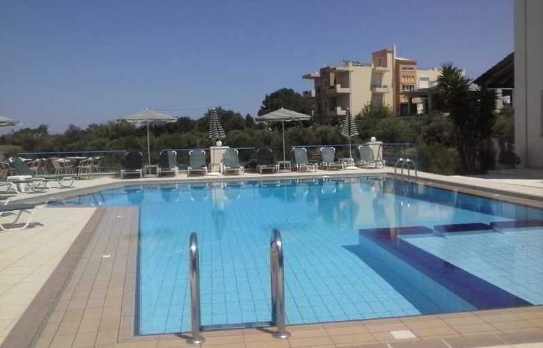 Poseidon Apartments - Pool - 3