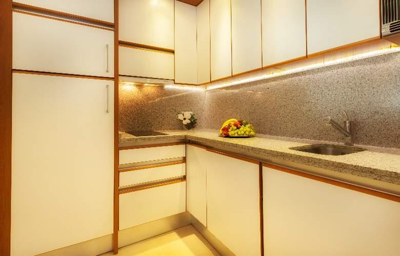 Apartamentos Guadalpin Suites - Room - 1