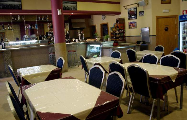 Hostal La Molina - Bar - 8