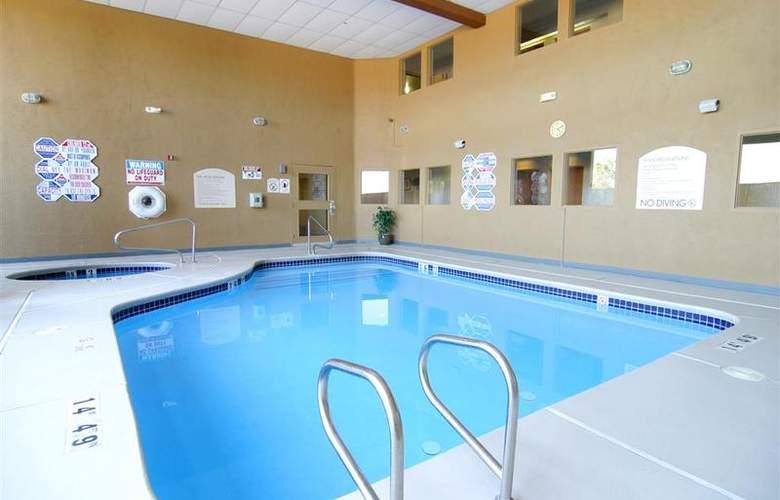 North Las Vegas Inn & Suites - Pool - 59