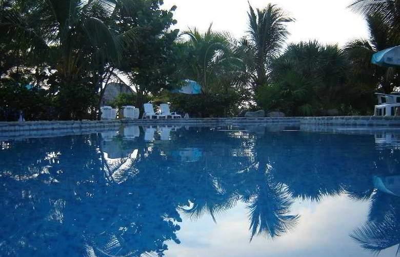 Hotel Istirincha - Pool - 4
