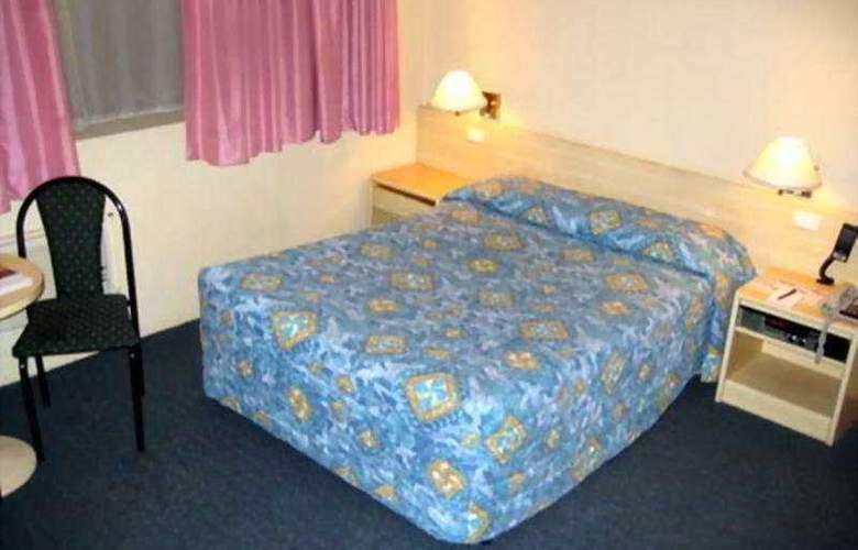 DeVere Hotel - Room - 3