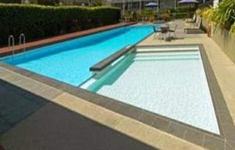 Vibe Hotel Carlton Melbourne - Pool - 4