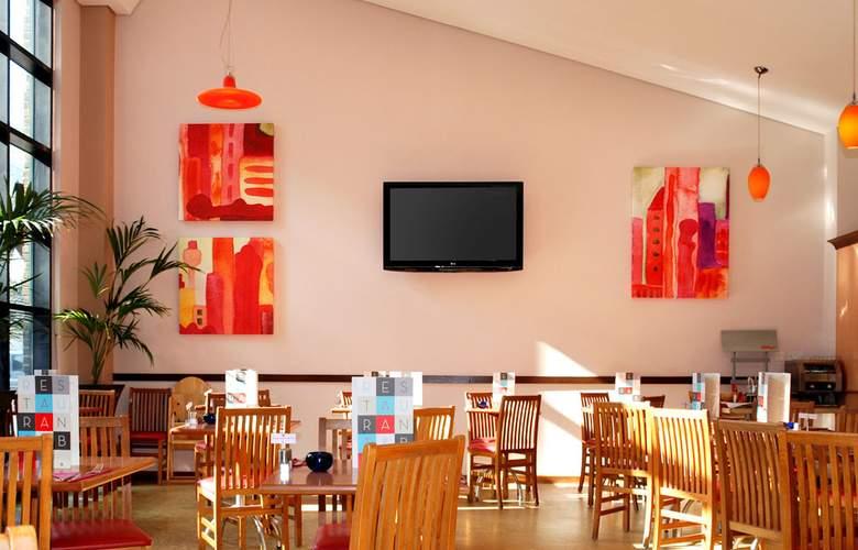 Ibis London Gatwick Airport - Restaurant - 4