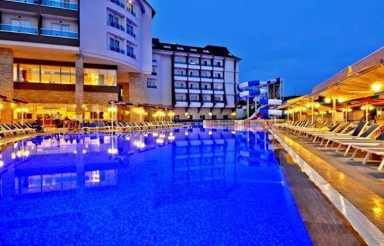 Ramada Resort Side - Pool - 25