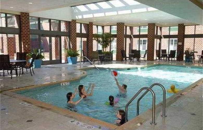 Hilton Mystic at the Aquarium - Pool - 5