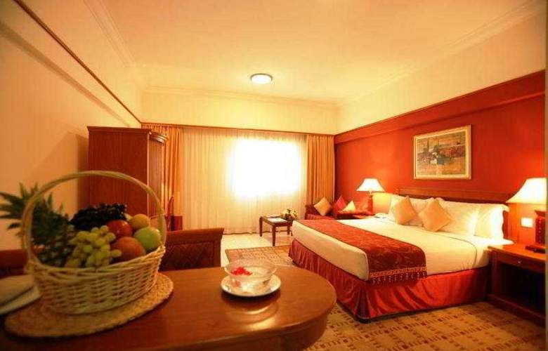 Savoy Crest Apartments - Room - 5
