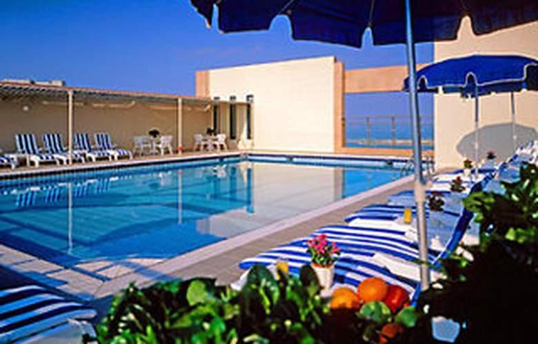 Sheraton Khalidiya - Pool - 4