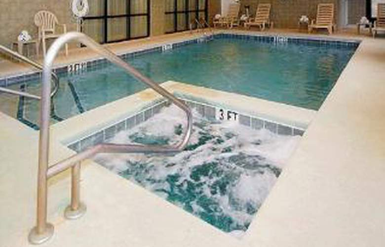 Comfort Suites Gateway - Pool - 5