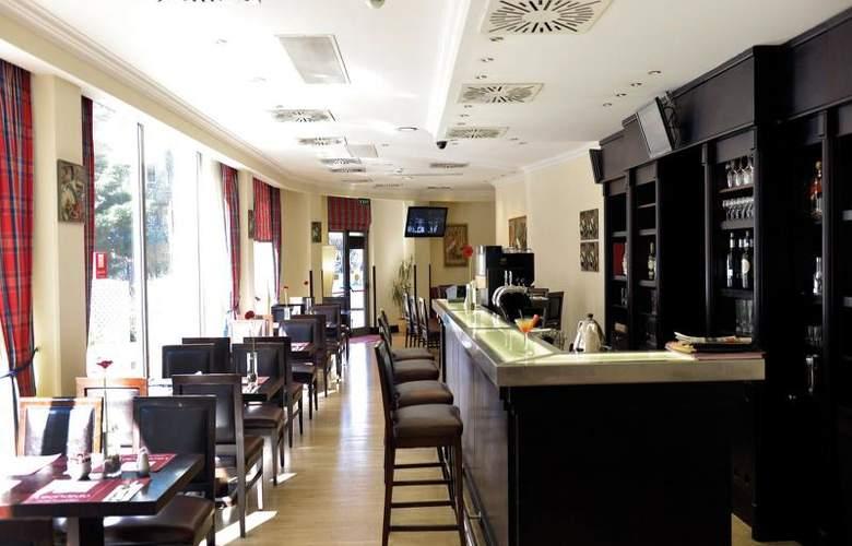 Leonardo Budapest - Bar - 3