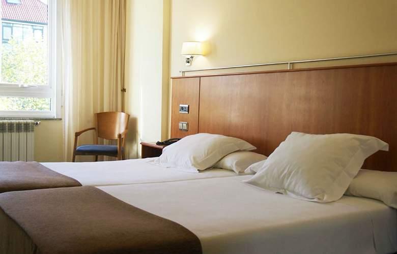 Ciudad De Compostela - Room - 12