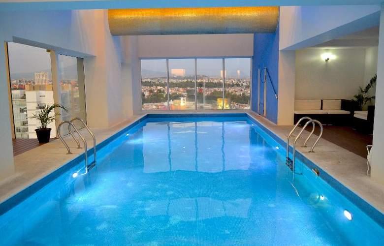 La Quinta Inn & Suites Puebla Palmas - Pool - 9