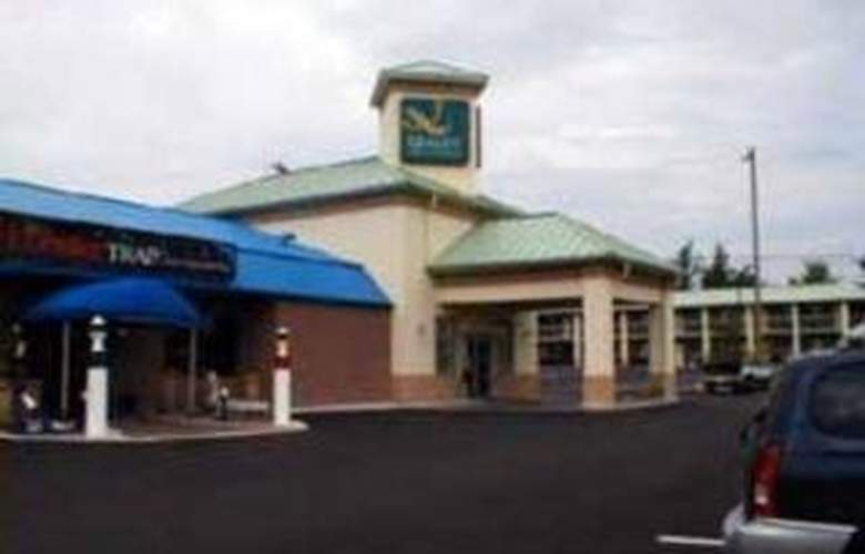 Quality Inn & Suites 1000 Islands - Hotel - 0