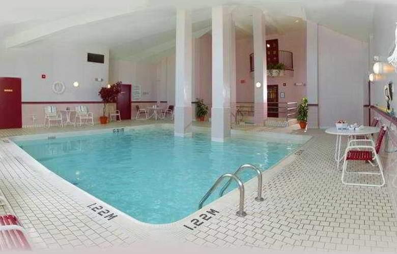 Travelodge oshawa - Pool - 3
