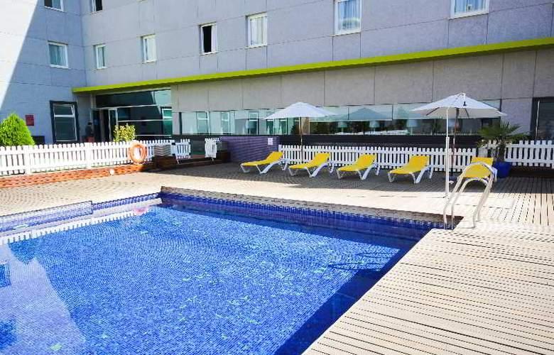Vertice Aljarafe - Pool - 25