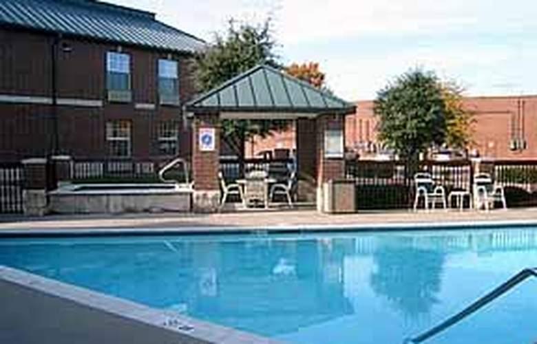 Comfort Inn by the Galleria - Pool - 4