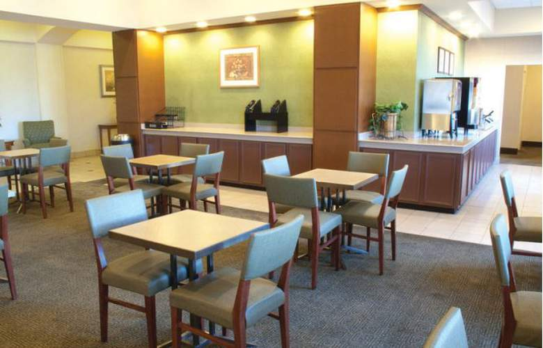 La Quinta Inn & Suites New Haven - Bar - 3