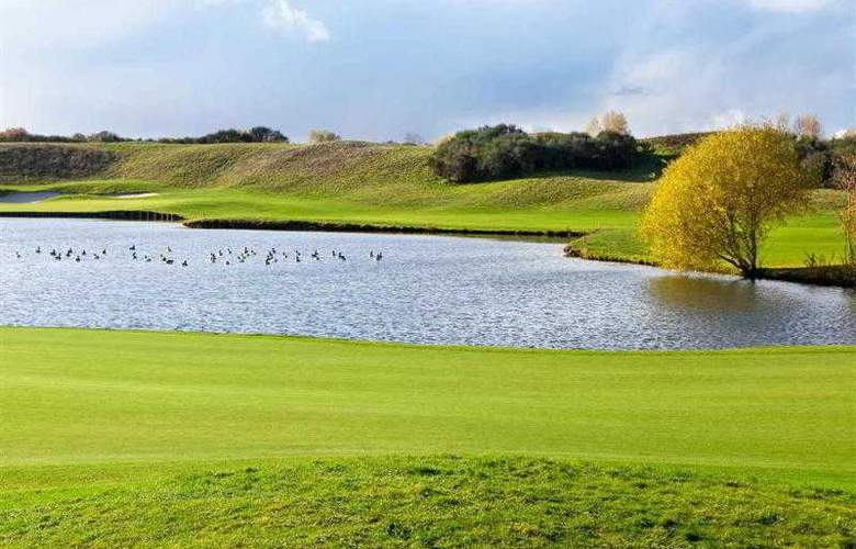 Novotel Saint Quentin Golf National - Hotel - 18