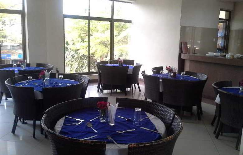 Golden Park Hotel - Restaurant - 3