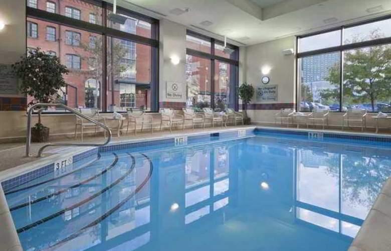 Hampton Inn & Suites Pittsburgh-Downtown - Hotel - 4