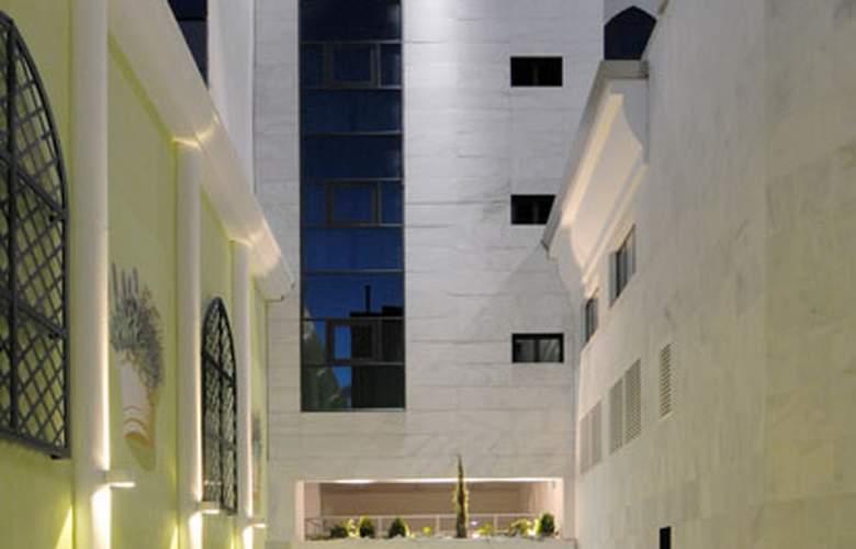 Julia - Hotel - 0
