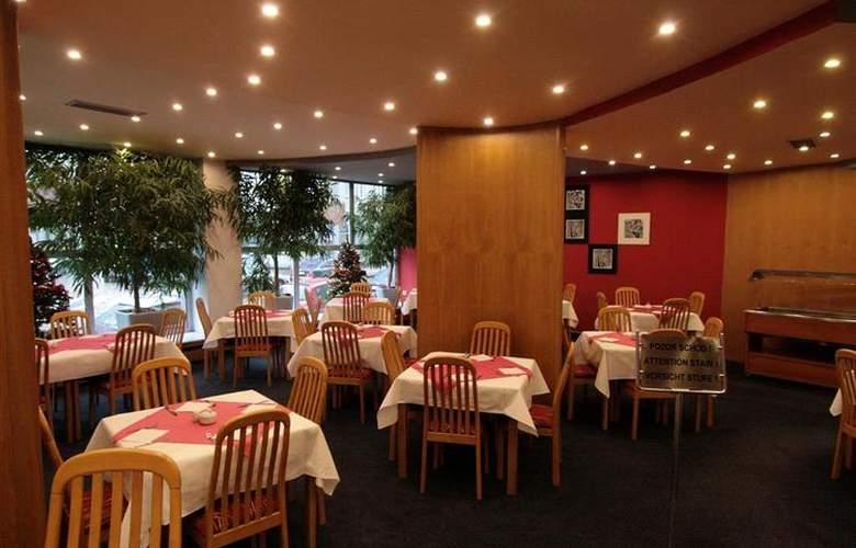 Luxury Family Hotel Bílá Labut - Restaurant - 78