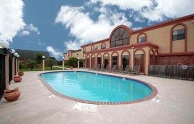 Comfort Inn & Suites Calallen - Pool - 4