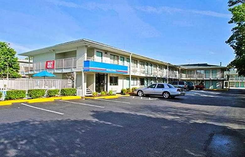 Motel 6-Charleston - Hotel - 0