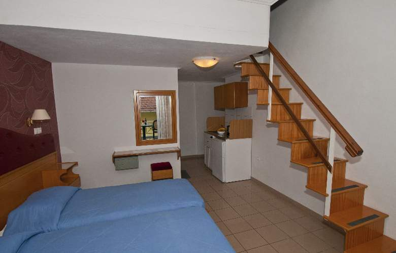 Yiannis Apartments - Room - 2