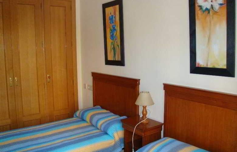 Apartamentos Gemelos XX Aloturin - Room - 9