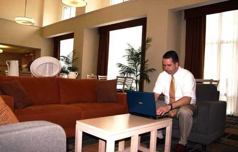 Hampton Inn Hotel & Suites - Hotel - 3