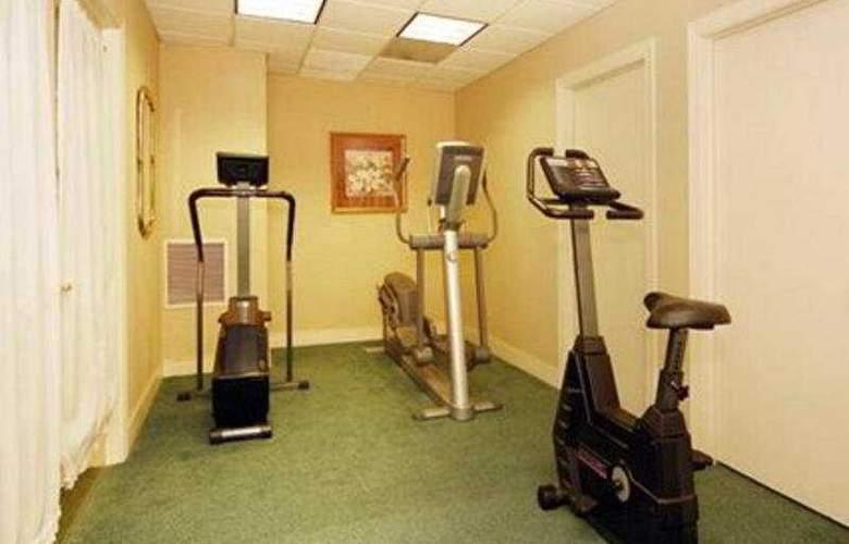 Econo Lodge Inn & Suites - Sport - 11