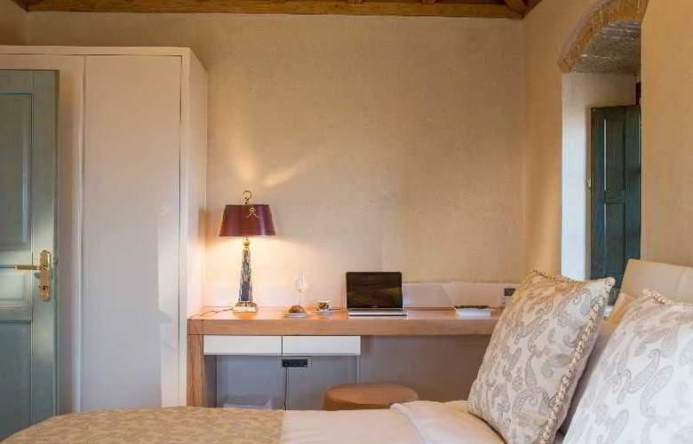 Moni Emvasis Luxury Suites - Room - 7