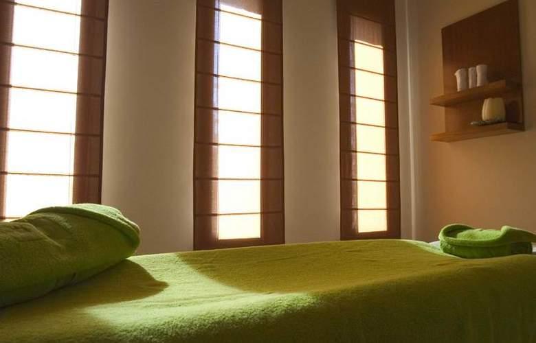 Hospes Palacio de Arenales - Services - 27