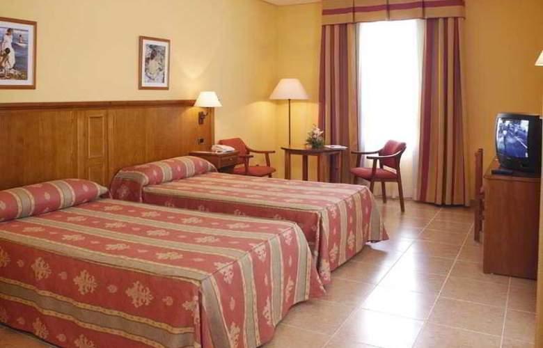 Lozano - Room - 3