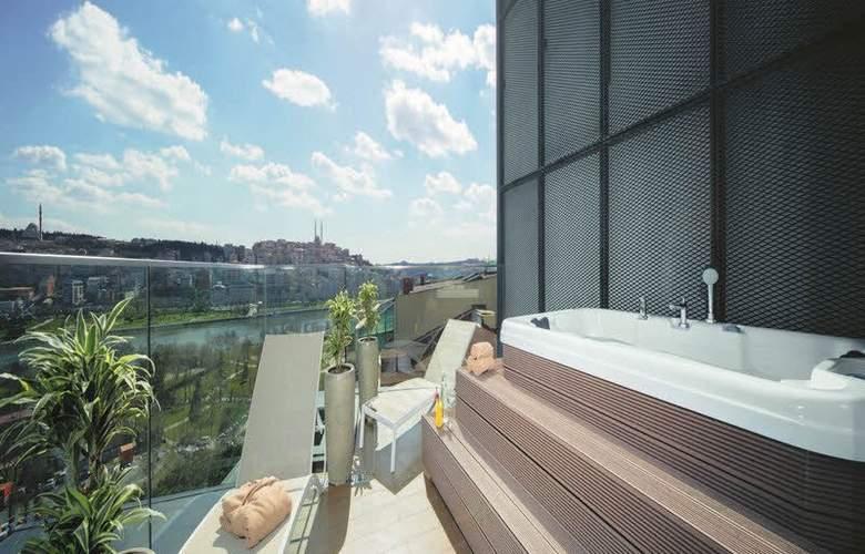 Mövenpick Istanbul Golden Horn - Terrace - 6