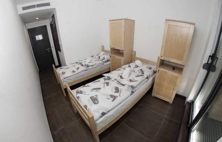 Hostel Moving - Room - 8