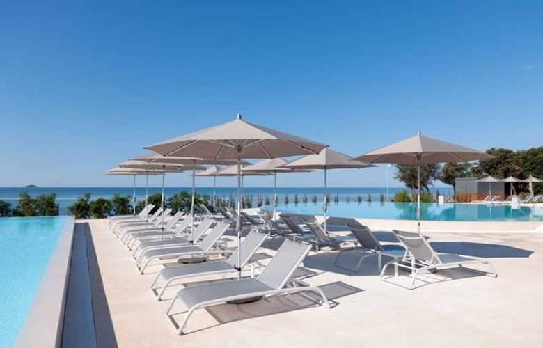 Amarin Resort Apartments - Pool - 15