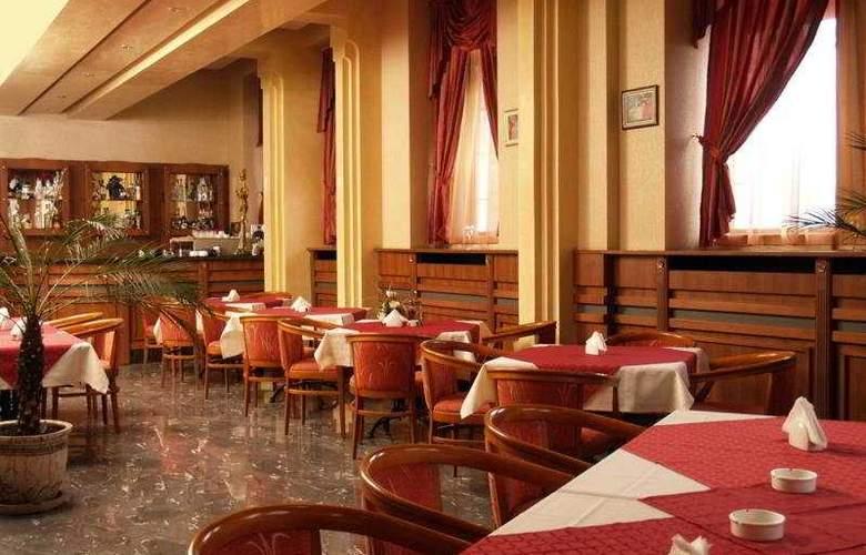 Maxim - Restaurant - 11