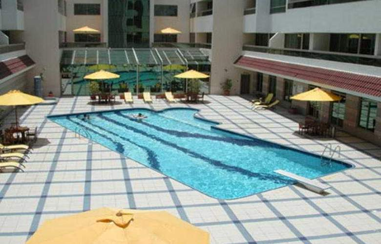 Oasis Court Hotel Apartment - Pool - 4