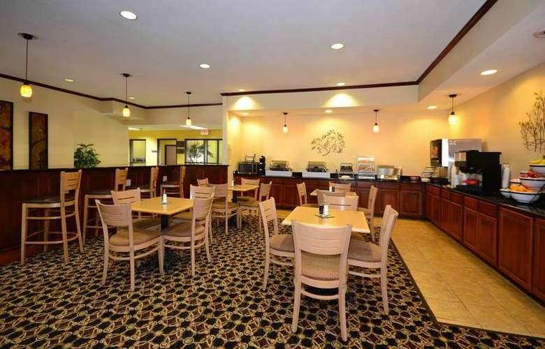 Best Western Kansas City Airport-Kci East - Restaurant - 85