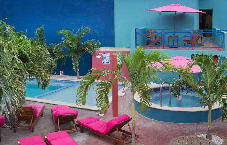 The Ritz Studios - Pool - 32