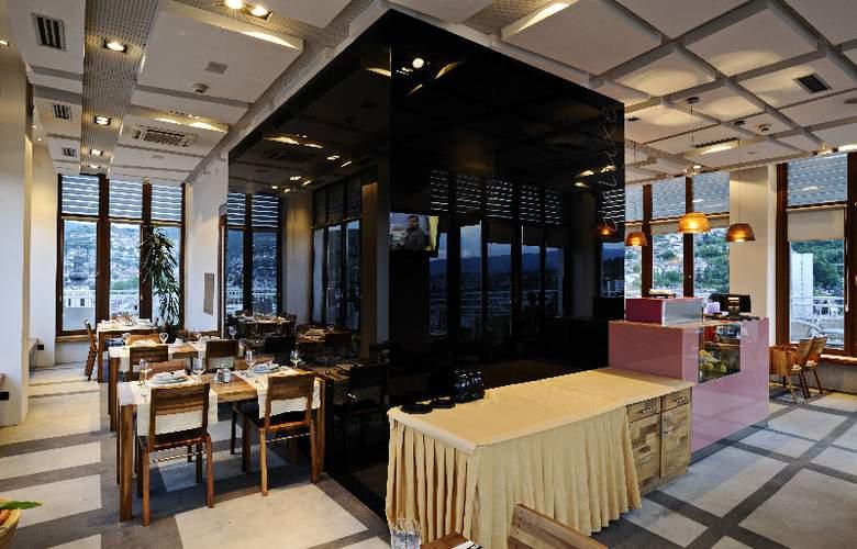 Hecco Deluxe - Restaurant - 3