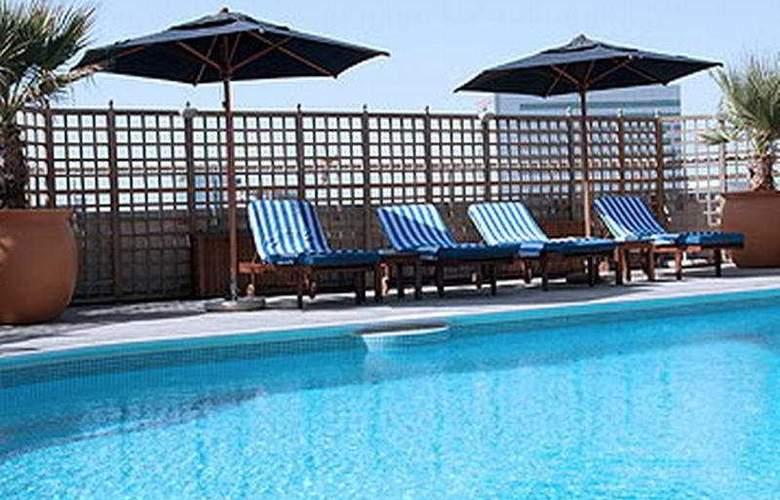 City Seasons Suites - Pool - 4